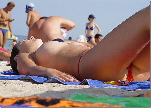 topless_playa_1